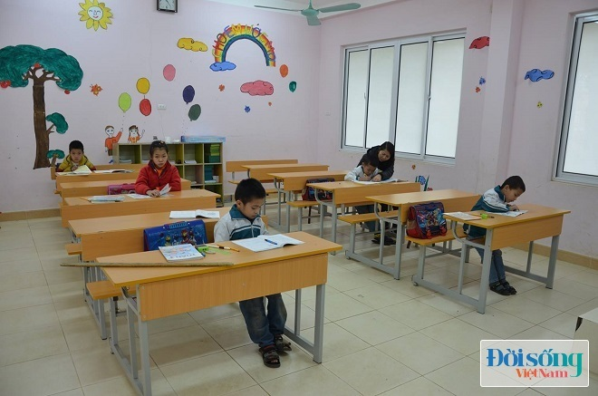 Lớp học luôn ấm áp tình thương của các thầy cô và cán bộ dành cho các em nhỏ