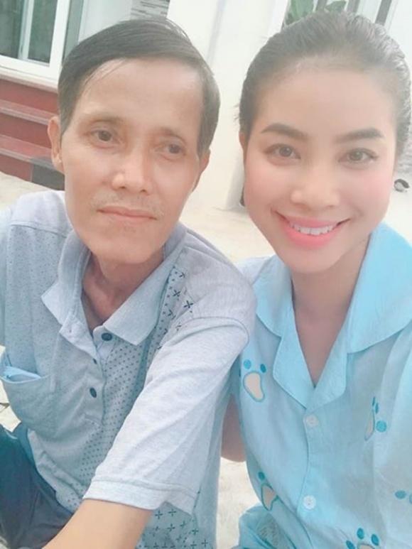 Nghĩ đến Tết, Phạm Hương lại rơi nước mắt vì không còn bố ở bên cạnh.