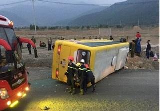 Đà Nẵng: Xe khách lật úp trên đường về quê ăn Tết, 2 người tử vong