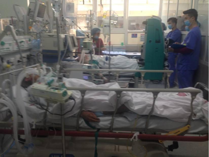 Cận Tết, Bệnh viện Bạch Mai vỡ trận, bác sĩ kiệt sức vì cấp cứu 2