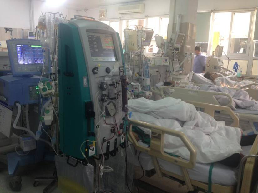 Cận Tết, Bệnh viện Bạch Mai vỡ trận, bác sĩ kiệt sức vì cấp cứu 4