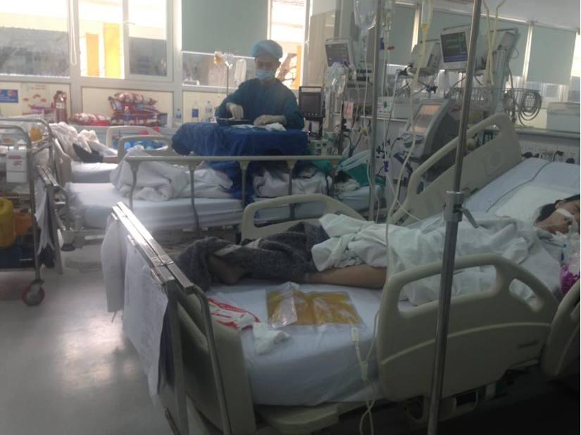 Cận Tết, Bệnh viện Bạch Mai vỡ trận, bác sĩ kiệt sức vì cấp cứu 5