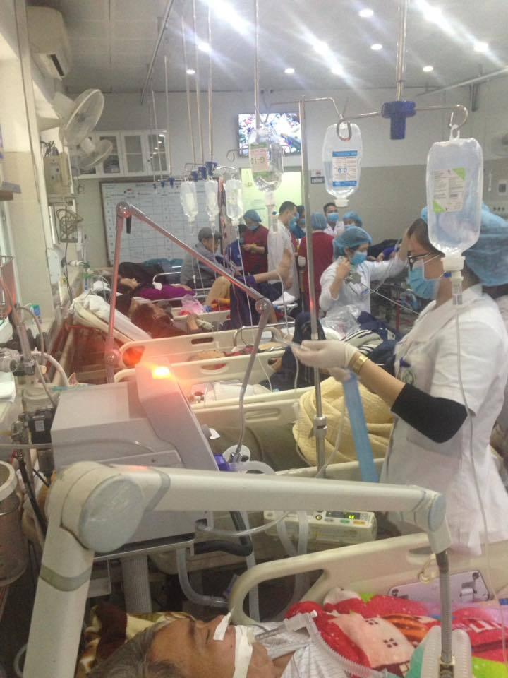 Cận Tết, Bệnh viện Bạch Mai vỡ trận bác sĩ kiệt sức vì cấp cứu 7