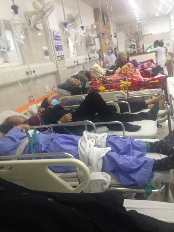 Cận Tết, Bệnh viện Bạch Mai vỡ trận, bác sĩ kiệt sức vì cấp cứu 8