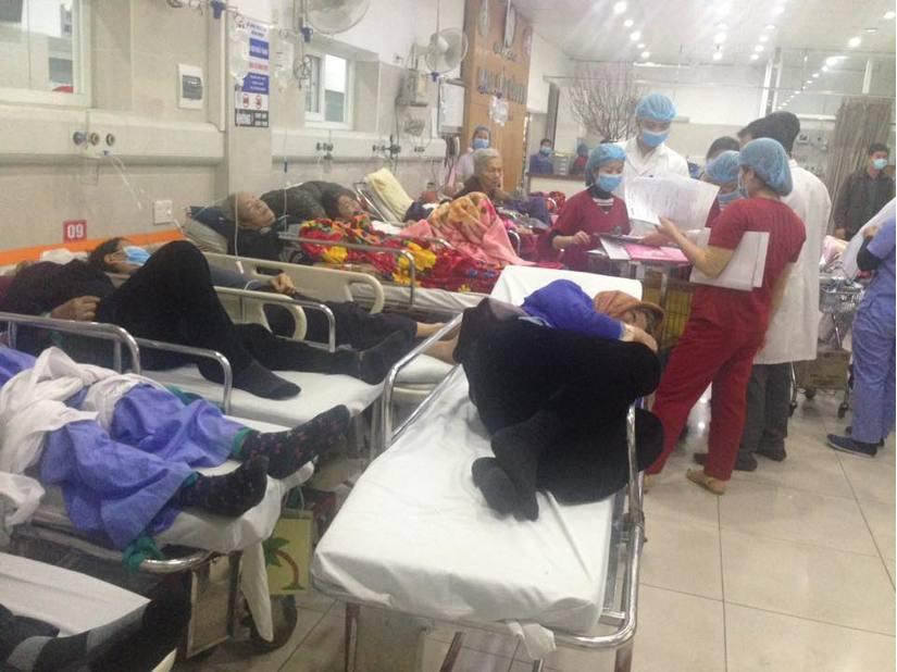Cận Tết, Bệnh viện Bạch Mai vỡ trận, bác sĩ kiệt sức vì cấp cứu 9