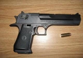 Trung úy công an tử vong khi đang lau súng