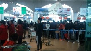 Chuyến bay hủy hàng loạt, hàng nghìn hành khách vạ vật tại sân bay quốc tế Vinh