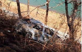 Phát hiện thi thể 2 cha con bị biến dạng trên chiếc taxi bốc cháy