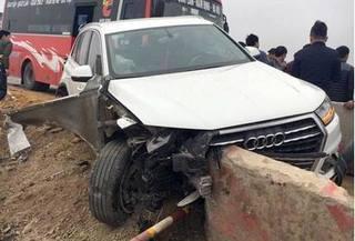 Xế sang Audi nát đầu sau vụ tai nạn liên hoàn trên cao tốc Pháp Vân - Cầu Giẽ