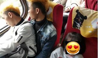 Ấm lòng câu chuyện 2 lao động Việt Nam nhường ghế cho em bé Đài Loan trên chuyến tàu Tết