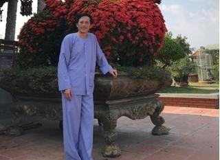 Hoài Linh đuối sức sau mùa Tết tất bật chạy show