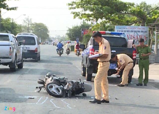 Va chạm với xe của CSGT, đôi nam nữ bị thương