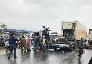Nghệ An: Xe tải đấu đầu container, 2 xe nát bét trên đường tránh Vinh