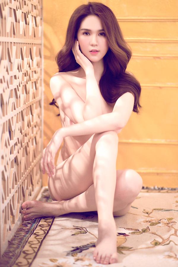 Rò rỉ video hậu trường chụp ảnh nude của Ngọc Trinh