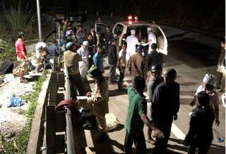 Nạn nhân nằm la liệt tại hiện trường xe khách lao xuống vực 70m ở đèo Lò Xo