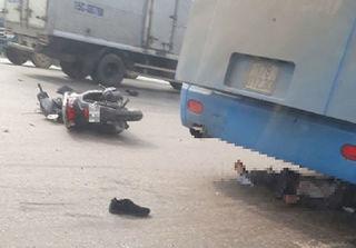 Sau va chạm với tải, người đàn ông bị xe khách cán qua người chết thảm