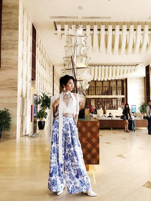 Hoa hậu Hoàn vũ HHen Niê đi giày tróc da gây xôn xao