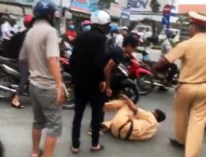 Tạm giữ 3 anh em chống đối, xô ngã CSGT giữa đường