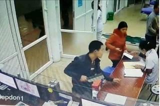 Thái Nguyên: Nam thanh niên khỏe mạnh tự nhiên đến bệnh viện yêu cầu tháo đốt ngón tay