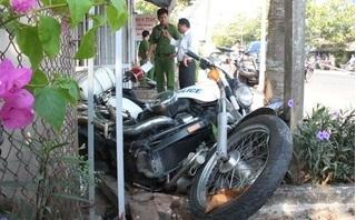 Nhóm thuốc lá buôn lậu tông văng xe CSGT để giải cứu đồng bọn