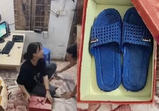 Cười ra nước mắt với món quà anh chồng trẻ tặng vợ ngày 8/3: