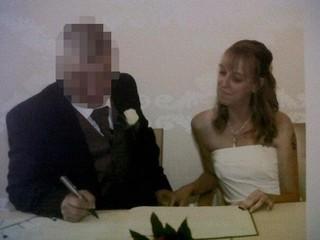 Vẫn dính líu với chồng cũ lại cùng lúc hẹn hò 2 bạn trai, người phụ nữ nhận kết cục bi thảm