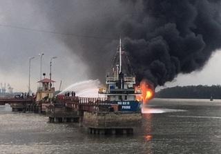 Hải Phòng thưởng nóng 500 triệu cho các đơn vị chữa cháy tàu dầu