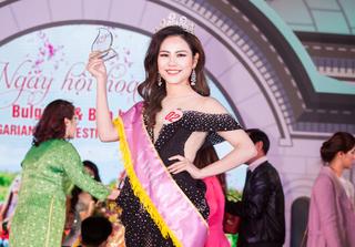 Nữ MC xinh đẹp đăng quang Á hoàng 'Nữ hoàng hoa hồng'