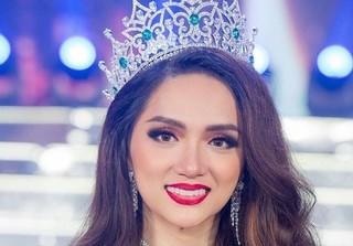 Bất ngờ với clip Hương Giang Idol 'đăng quang' Hoa hậu từ 2 năm trước