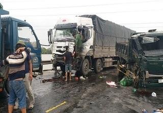 Tai nạn giao thông liên hoàn ở Nghệ An, 3 người thương vong