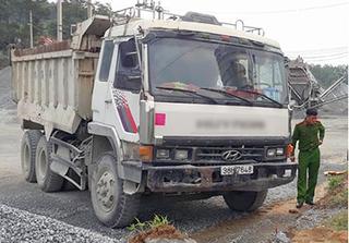 Xe tải không người lái đâm trúng nhóm tài xế, 1 người tử vong