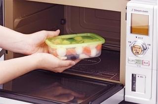 Ham rẻ dùng hộp nhựa kém chất lượng đựng thức ăn nguy cơ thêm bệnh
