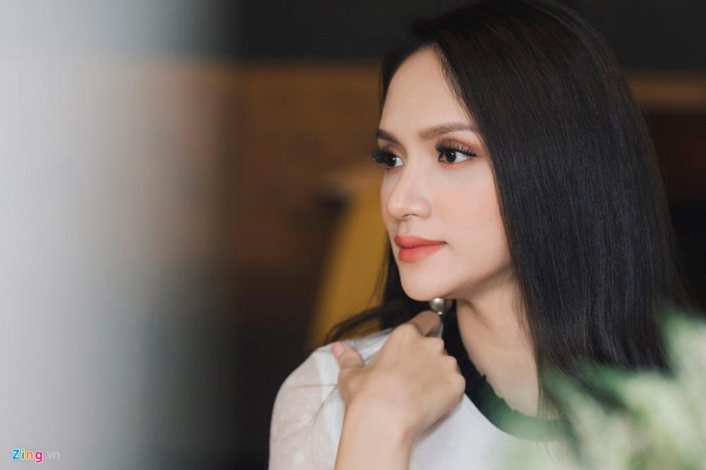 tân hoa hậu chuyển giới quốc tế Hương Giang về nước trả lời phỏng vấn