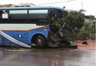 Quảng Bình: Xe khách va chạm xe tải, 3 người tử vong