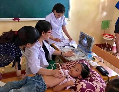 bệnh viện bạch mai khám sàng lọc tim bẩm sinh miễn phí cho các cháu học sinh tiểu học ở Yên Bái