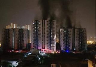 Hiện trường vụ cháy kinh hoàng tại chung cư Carina Plaza khiến 13 người chết