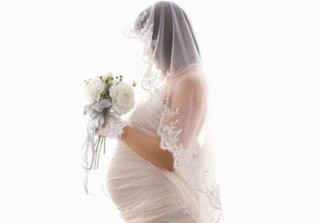 Con gái thông báo có bầu trước khi cưới, phản ứng của ông bố khiến nhiều người bất ngờ: 'Đẻ đi cháu tao tao nuôi, tao không xấu hổ với ai hết'
