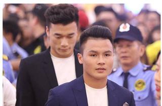Tiến Dũng, Quang Hải bất ngờ xuất hiện gây 'náo loạn' ở Sài Gòn