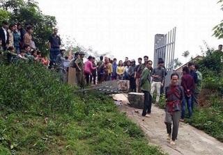 Lào Cai: Cổng trường đổ sập, 2 học sinh thương vong
