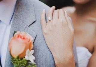 Đeo nhẫn cưới hợp mệnh để cuộc sống vợ chồng luôn ấm êm, hạnh phúc