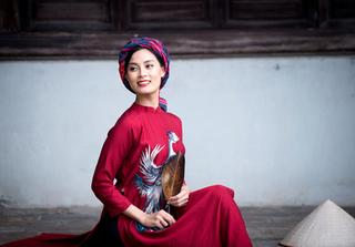 Lột xác khỏi hình tượng 'cô Nhân', diễn viên Ngọc Anh đẹp lạ với áo dài cá tính