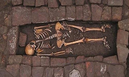 Thai phụ tử vong vẫn sinh con trong ngôi mộ hơn 1000 năm