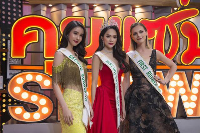 Cách đáp trả tự tin của Hương Giang khi bị đồn mua giải Hoa hậu