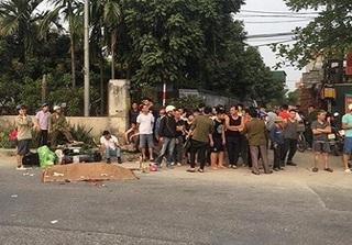Hà Nội: Người dân truy đuổi xe container gây tai nạn khiến 2 vợ chồng thương vong