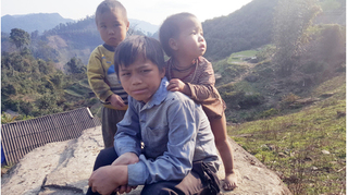 Kỳ lạ vùng đất có những đứa trẻ 'giải quyết nỗi buồn' theo cách… trai ngồi, gái đứng