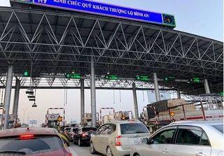 Bức xúc vì cao tốc Pháp Vân - Cầu Giẽ 'cứ cuối tuần là tắc'
