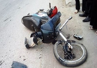 Nghệ An: Vướng vào xe bạn ngã ra đường, nam sinh bị container cán tử vong