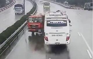Luật sư đề nghị khởi tố tài xế xe cứu hỏa tông xe khách trên cao tốc Pháp Vân - Cầu Giẽ