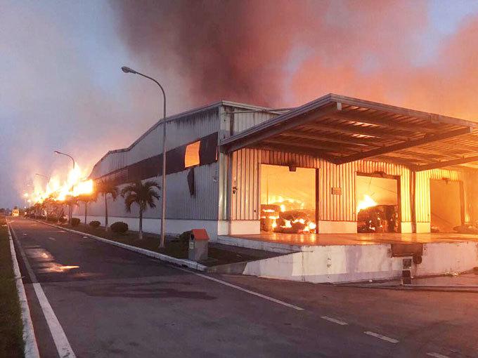 Cháy ở KCN Hải Yên: Vụ cháy cơ bản đã được dập tắt2