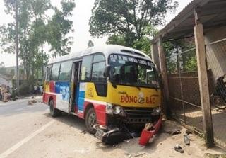 Tai nạn kinh hoàng giữa xe buýt với 2 xe máy, 5 người thương vong